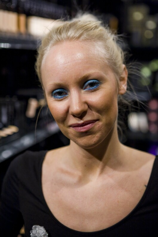 GODE RÅD: Hanna Karlsson er makeupartist for Make Up Store og har noen kjappe tips for den perfekte strandsminken. Foto: Per Ervland