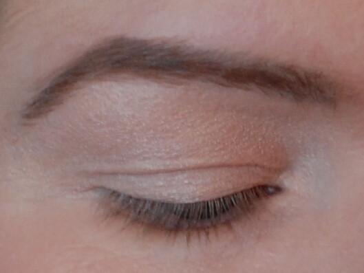 BYTTES UT: I likhet med øyevippene, byttes også øyebrunshårene ut regelmessig, faktisk hver femte måned. Foto: Aina Kristiansen / www.pudderkvastrabagast.com