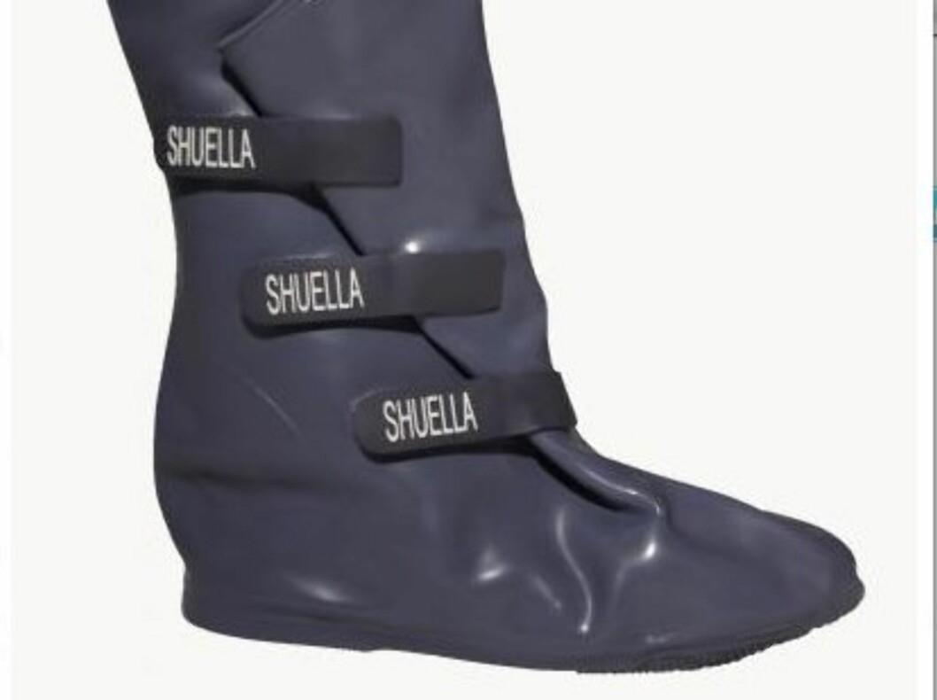 YTTERSKO: Dette ytterplagget beskytter skoene dine mot regn og søle – og ja, de kan brukes utenpå stiletthæler. Shuella, kr 395. Foto: Produsenten