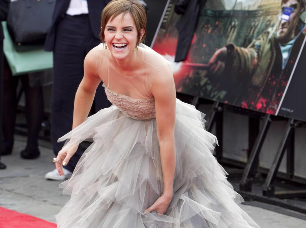SE, HUN STRÅLER: Emma Watson har all grunn til å smile. 21-åringen har funnet sin stil og stråler i rampelyset, her før premieren av den aller siste Harry Potter-filmen i London. Kjolen er fra Oscar de la Renta. Foto: All Over Press