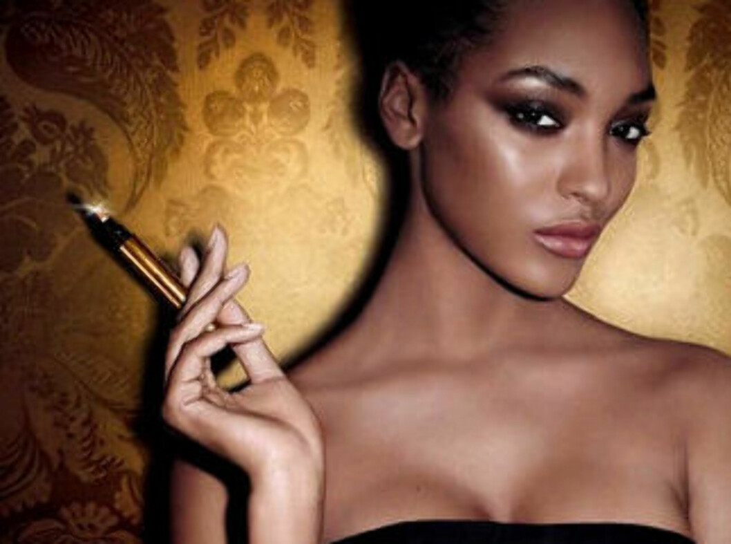 TRYLL VEKK: De nye fargesjatteringene gjør at også du med mørkere hudfarge kan bruke mirakelpennen. Foto: YSL