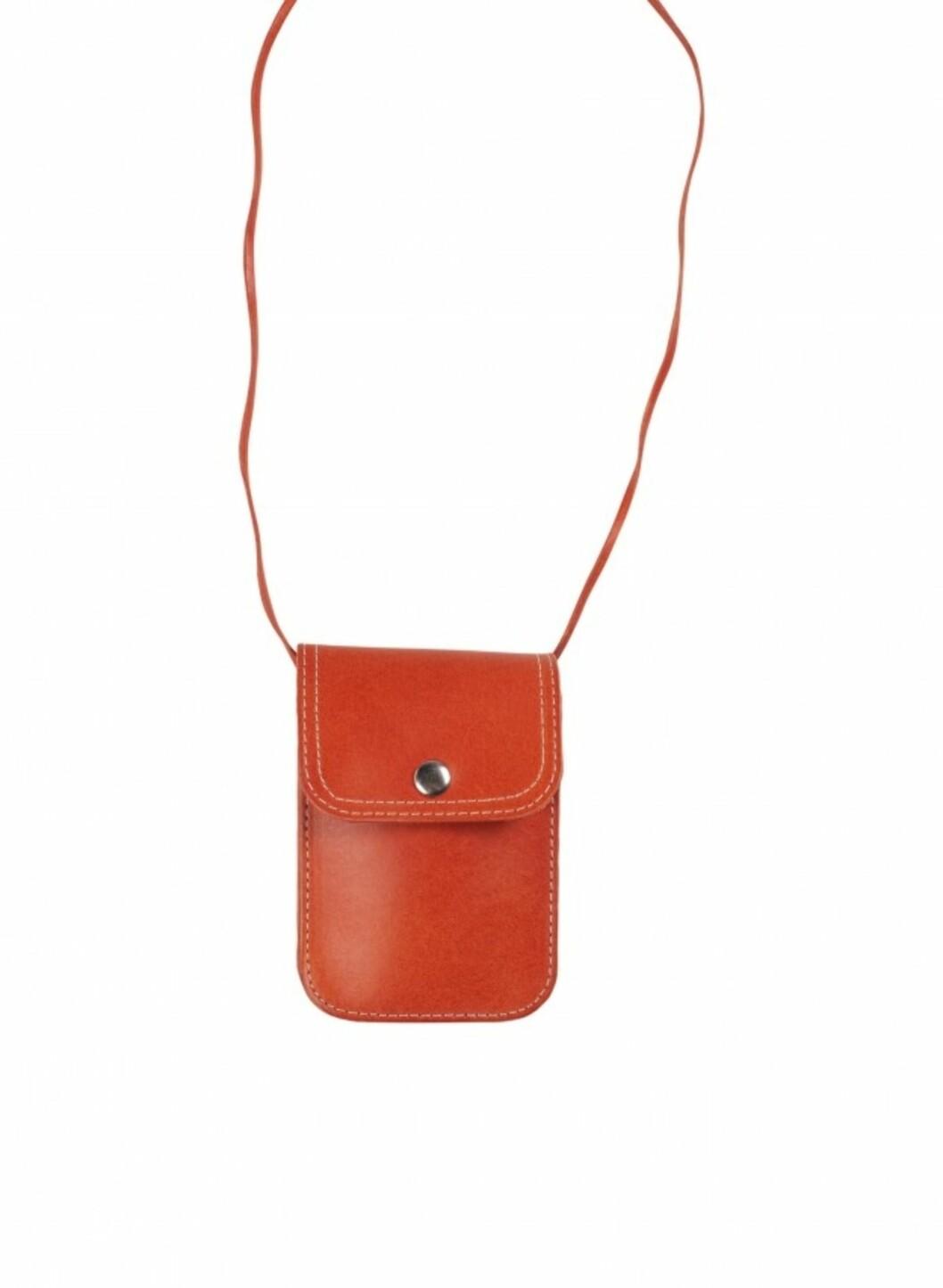 I varm rustfarge med knapp (kr.180/Monki). Foto: Produsenten
