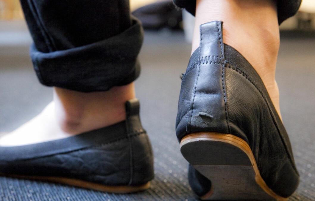 FORT GJORT: Hvordan kan du unngå slike skader på ballerinaskoene dine? KK.no spurte skomaker Asbjørn Dagestad. Foto: Per Ervland