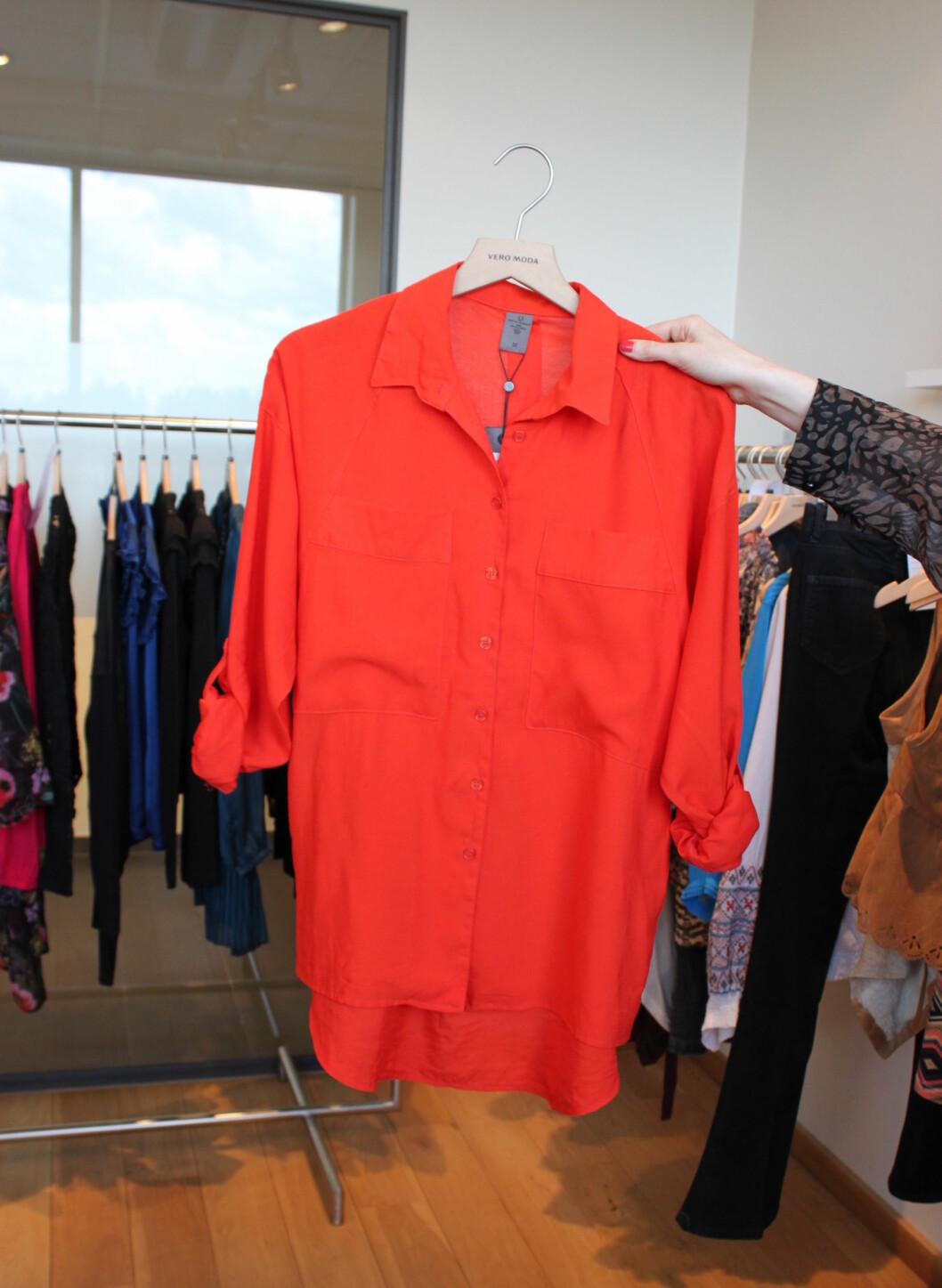 Malnes har stor tro på den knallfargede skjorten i høst. Foto: Tone Ra Pedersen
