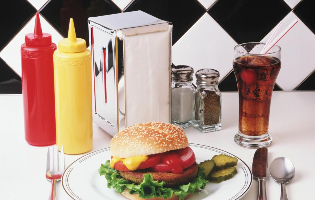 <strong>HIV INNPÅ:</strong> Noen ganger er en real burger det som trengs. Men tilbehøret kan gir deg basilusker. Foto: Icaro Leite