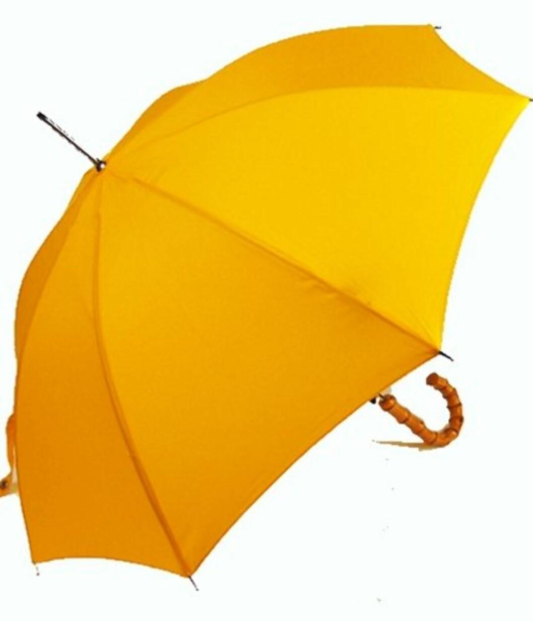 Solgul paraply med bambushank (ca kr.245/Umbrellas.net). Foto: Produsenten