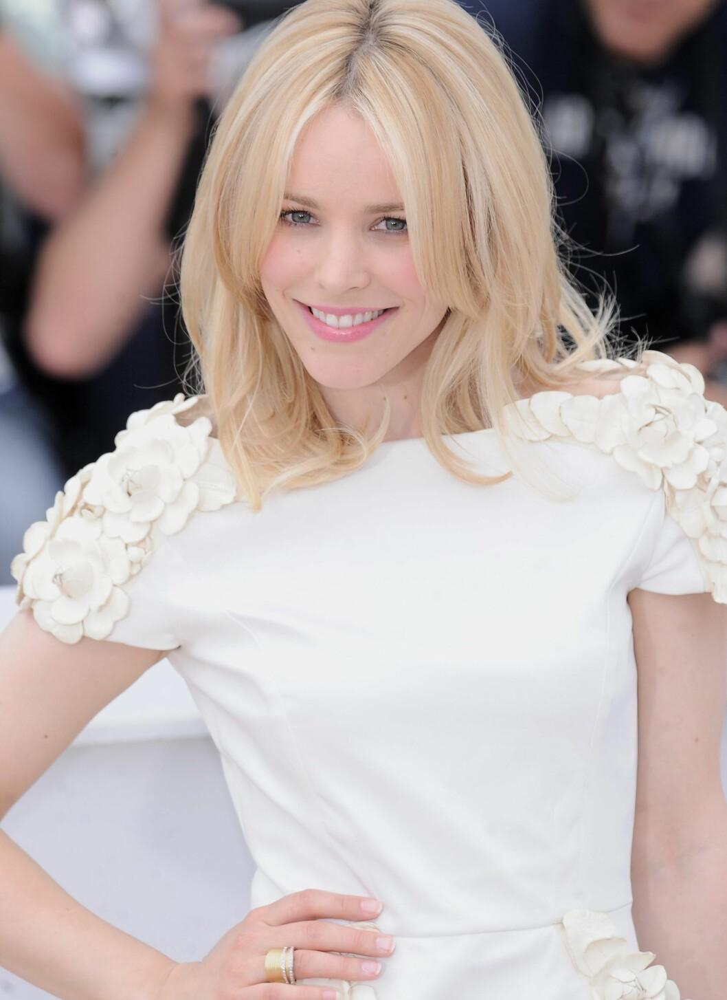Hun spiller i Midnight in Paris, men i Cannes var det alt annet enn mørkt –la oss heller si det var blendahvitt for alle penga.   Foto: All Over Press