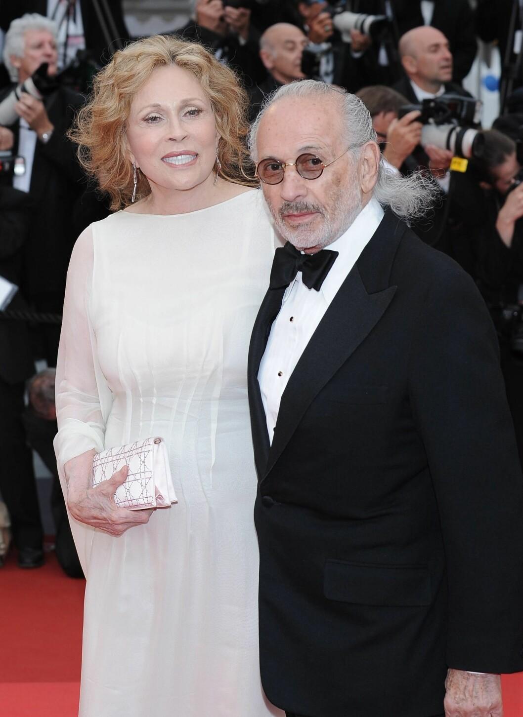 Faye Dunaway prydet den offisielle plakaten for årets Cannes-festival. Skuespilleren lar ikke alderen stoppe henne og kaster seg mer enn gjerne på den hvite trenden.  Foto: All Over Press