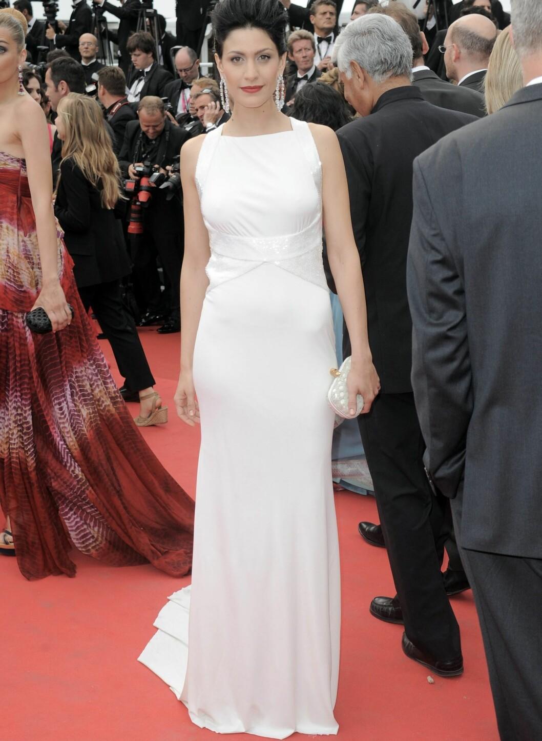 Italienske Giulia Bevilacqua var også statuesk i hvitt under filmfestivalens åpningskveld.  Foto: All Over Press