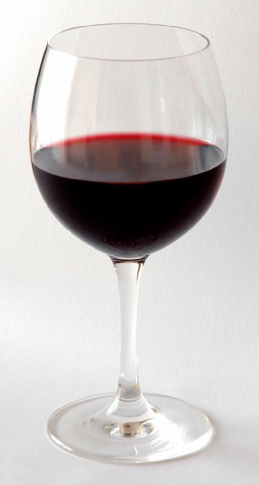 <strong>SÅ LITE:</strong> Dette glasset inneholder 1,5 dl vin. Er vinen 12 prosents, utgjør dette en alkoholenhet. Foto: Wikimedia