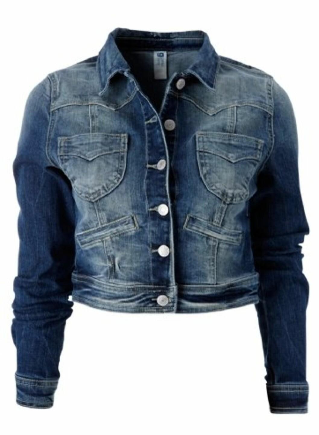 Kort jakke med røffe sømmer og fire lommer (kr.399/GinaTricot). Foto: Produsenten