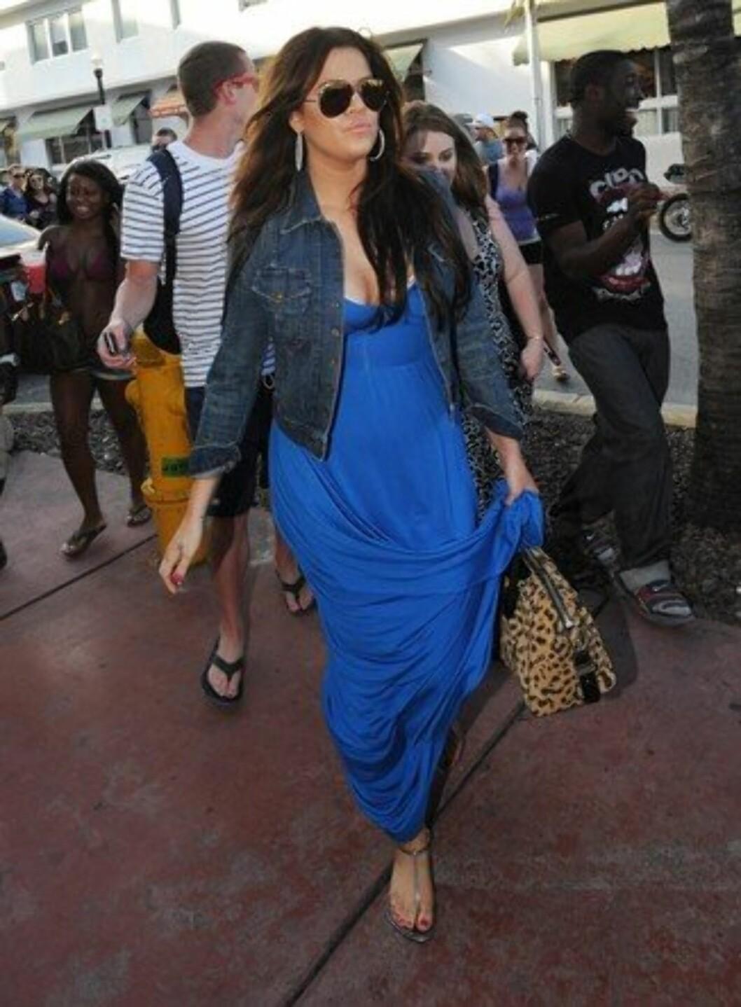 Realitykjendis Khloe Kardashian bruker den til maxikjolen. Foto: All Over Press