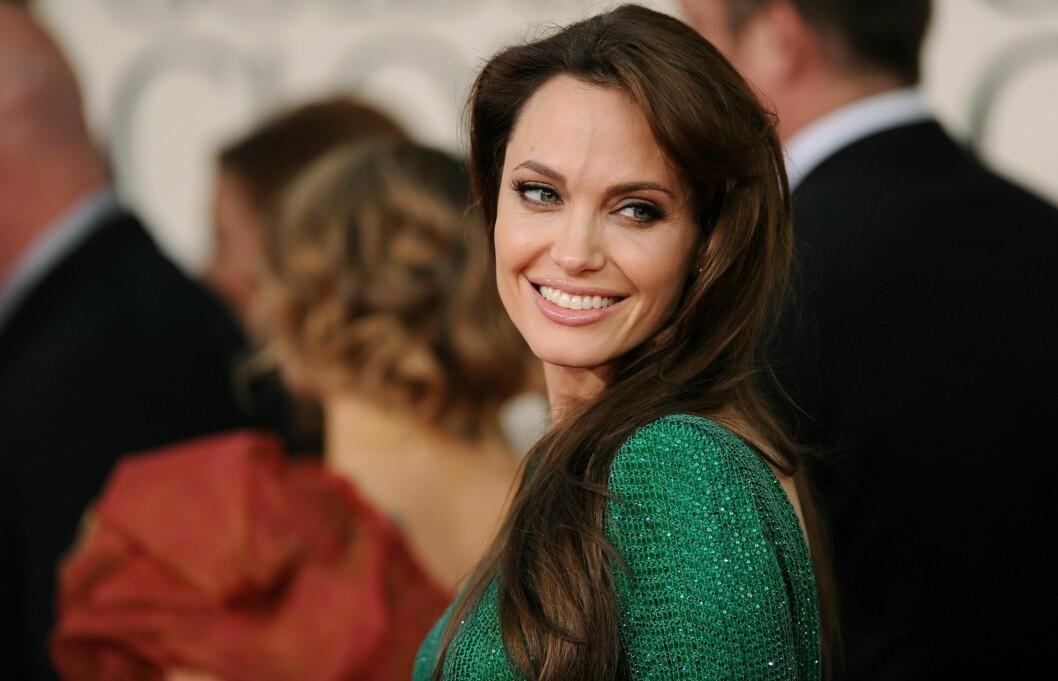 SELEKTIV: Angelina Jolie sorterer tilbudene sine nøye. Louis Vuitton er det siste motehuset til å passere nåløyet. Foto: All Over Press