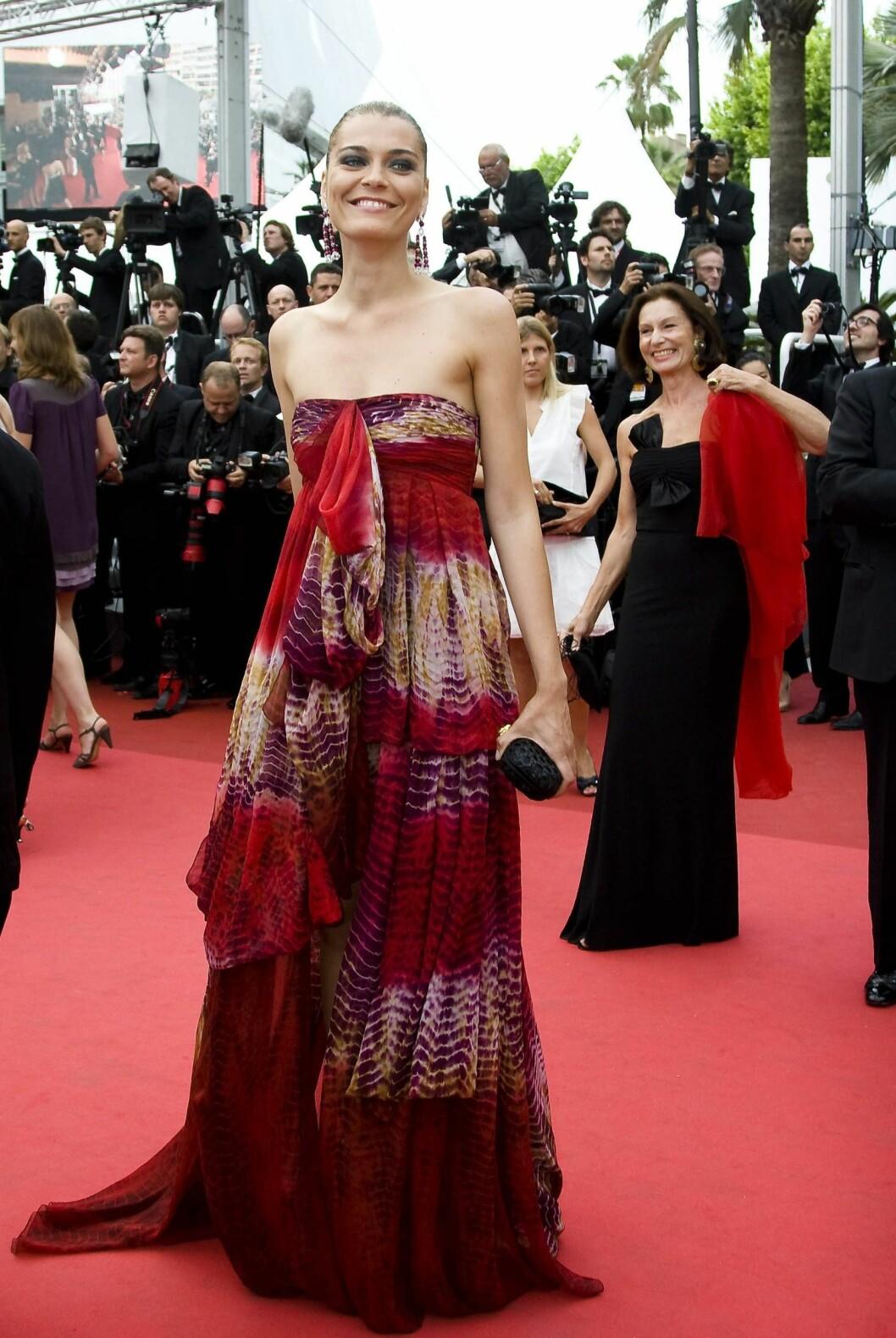 Claudia Zanella i stroppeløs batikkjole. Foto: All Over Press