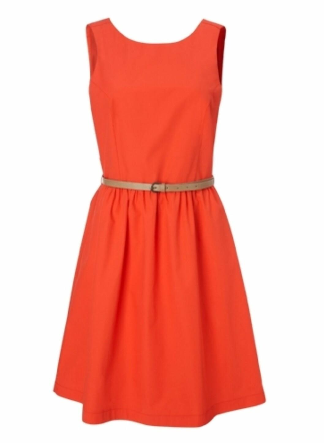 Klassisk kjole i nydelig farge - og i 100 prosent bomull (kr.200/GinaTricot). Foto: Produsenten