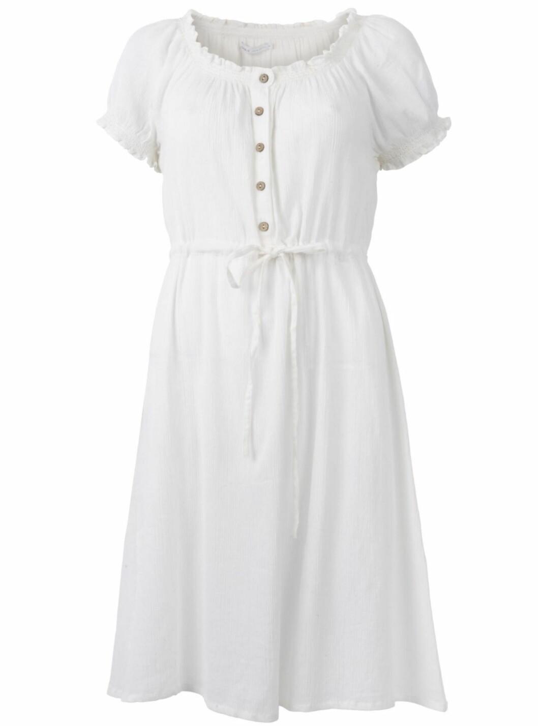 Søt, hvit kjole i 100 prosent bomull (kr.199,95/Only.bestsellershop.com). Foto: Produsenten