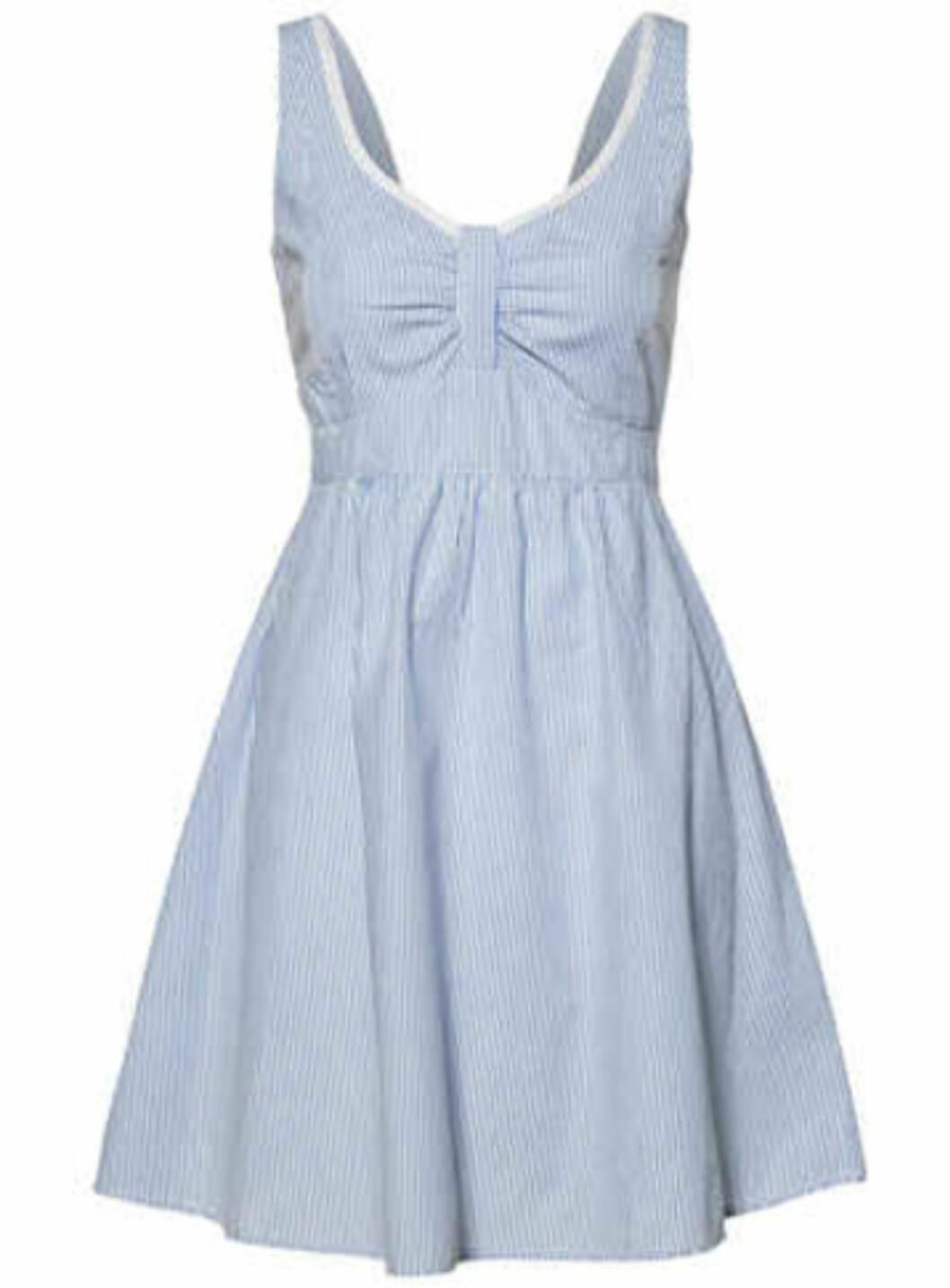 Maritim kjole med smal midje og vidt skjørt, 100 prosent bomull (kr.299/KappAhl). Foto: Produsenten