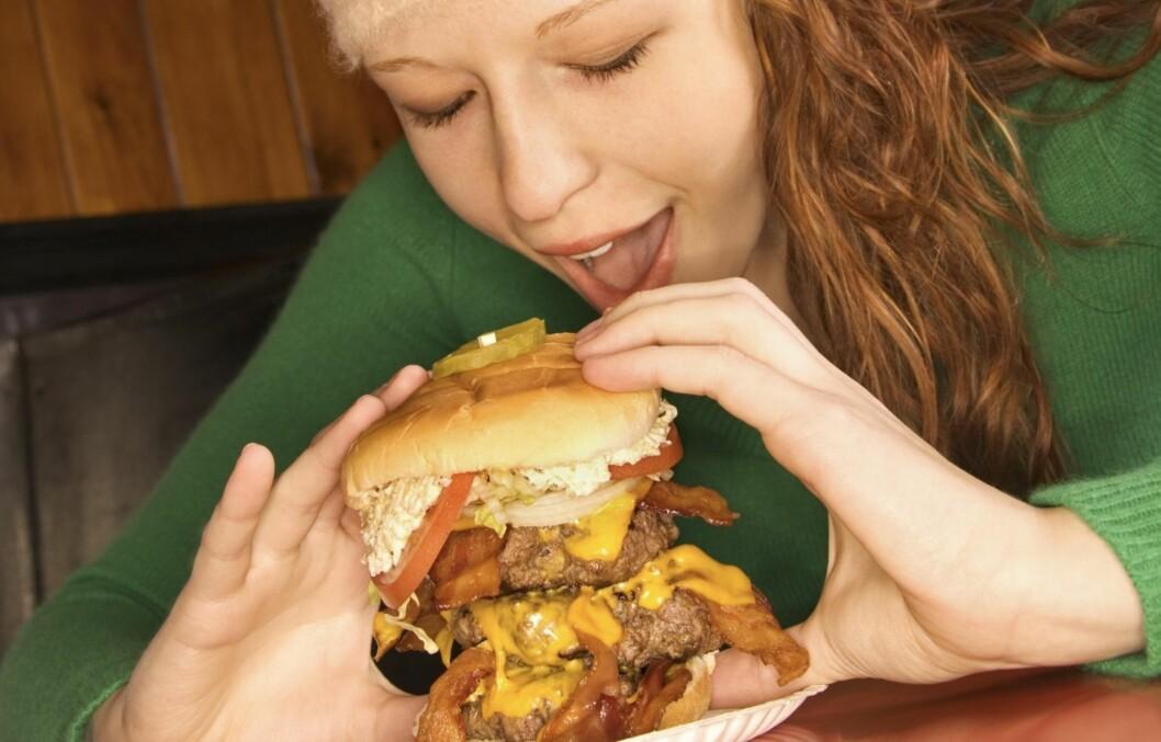 KUNSTEN Å BEGRENSE SEG: Selvfølgelig er det ingen krise å bestille en burger iblant. Men de færreste bør gjøre det daglig. Foto: Thinkstock