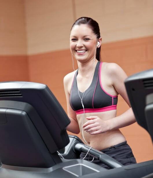 BLIR GLAD: God musikk på ørene når du trener gjør at du yter mer og kommer i bedre humør.