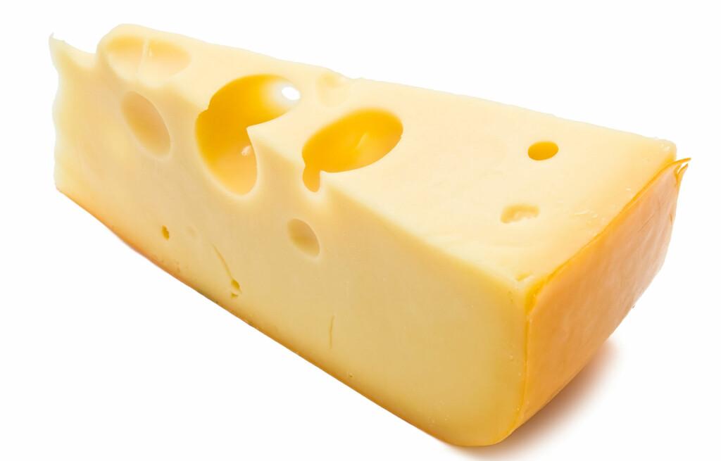 FET MAT OG OST: Fet mat, som burgere og ost er blant matvarene som kan forårsake sure oppstøt og halsbrann.  Foto: Coloubox