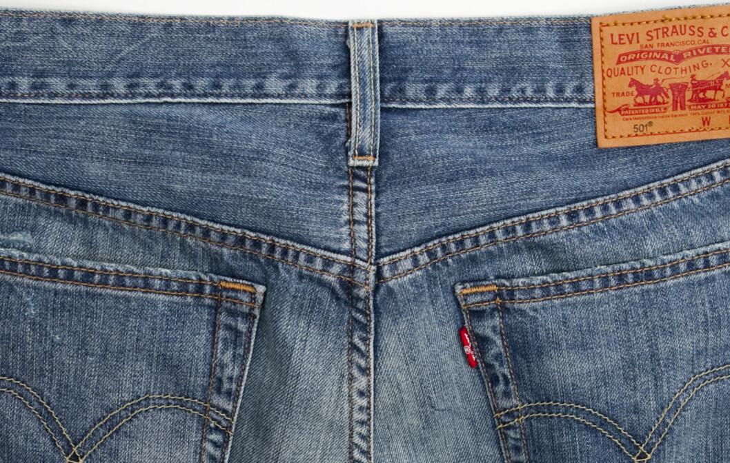 <strong>HVOR ER STØRRELSEN?:</strong> Dagens Levi's-bukser for dame har ikke størrelsen oppgitt på utsiden, men på innsiden. Foto: Per Ervland