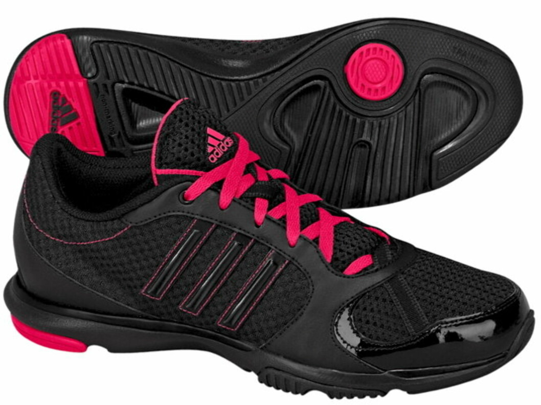 Studiosko fra Adidas med rosa lisser (kr.499/Ellos.no). Foto: Produsenten