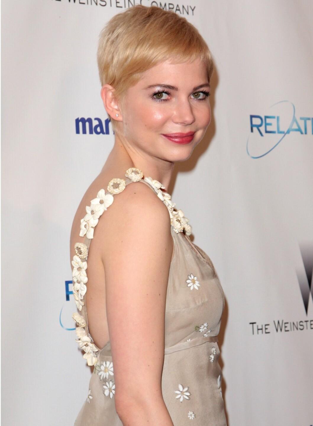 Leserne mener kjolen ser litt billig ut, og at det er utrolig at det er en Valentino-kreasjon. Foto: All Over Press