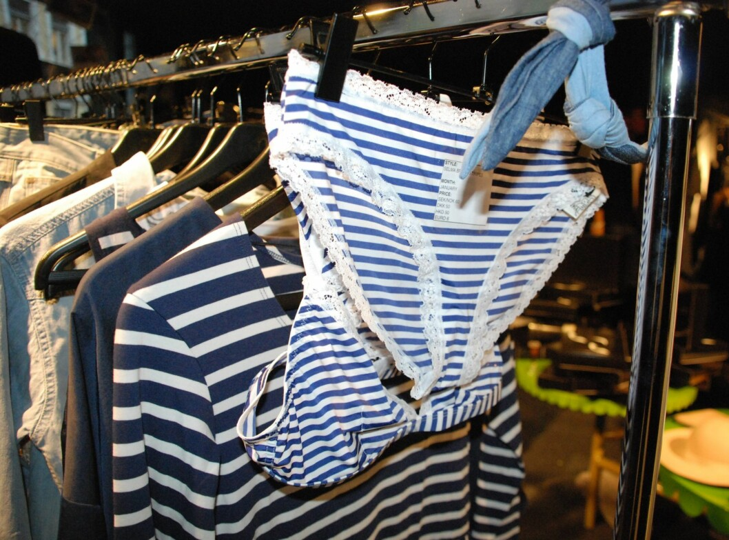 Marineblått er det nye svart og maritime striper passer perfekt til jeans.  Foto: Aina Kristiansen