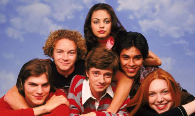 UNGE: Ashton (nederst til venstre) og Mila (øverst i midten) møttes da de begge spilte i «That 70s Show» på slutten av 90-tallet. Foto: NTB scanpix