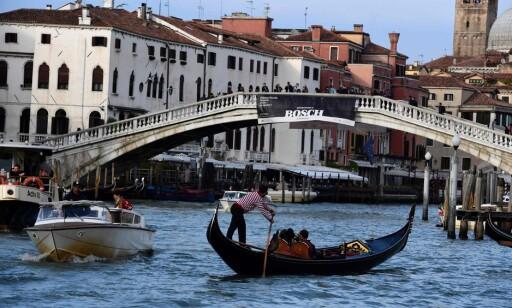FOR MANGE: Populære Venezia oversvømmes av turister. Spesielt er alle cruise-anløpene et problem for byen. Foto: NTB Scanpix
