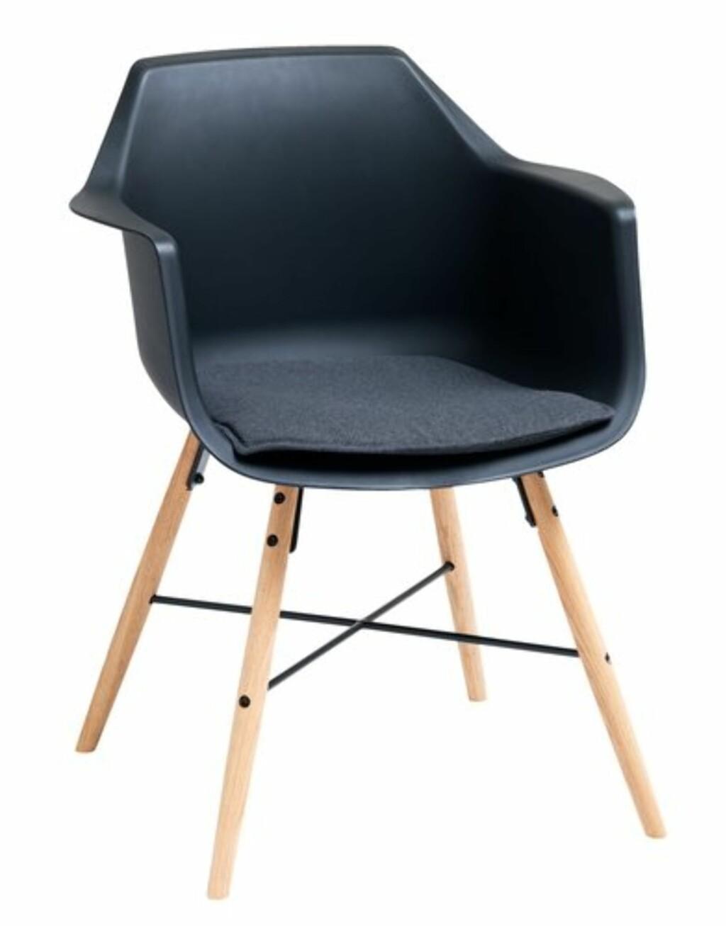 Mørk stol ble trebein fra Jysk | kr 799
