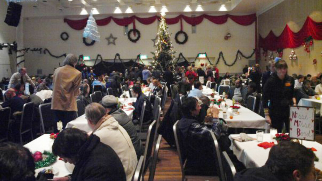 HYGGE RUNDT BORDENE: Det er ventet rundt 2500 besøkende til årets «Alternativ jul»-feiring. Dette bildet er fra 2009.  Foto:  Foto: Alternativ jul