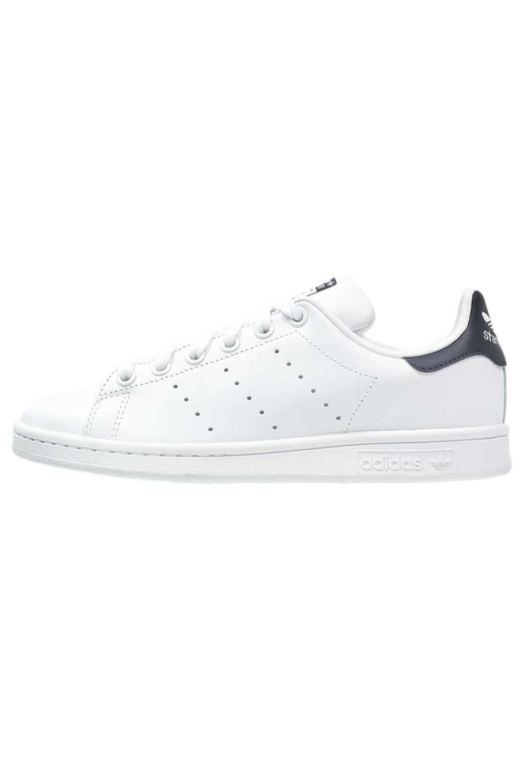 Stan Smith-sneakers fra Adidas med sort detalj via Zalando.no   kr 849