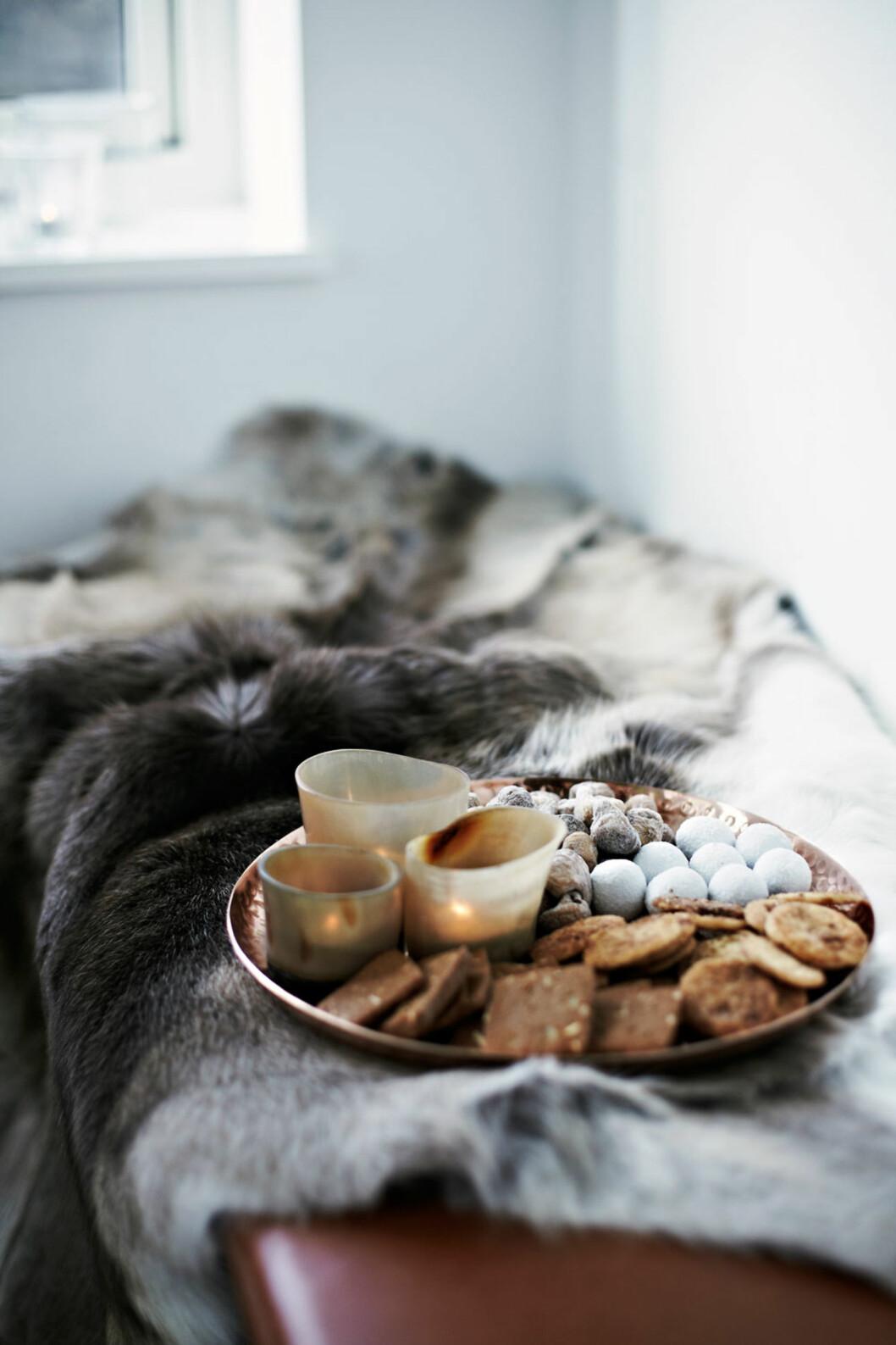 DEILIG JULEDUFT: Pepperkaker og kanelduftlys gir maks julefølelse. Foto: Lene Samsø