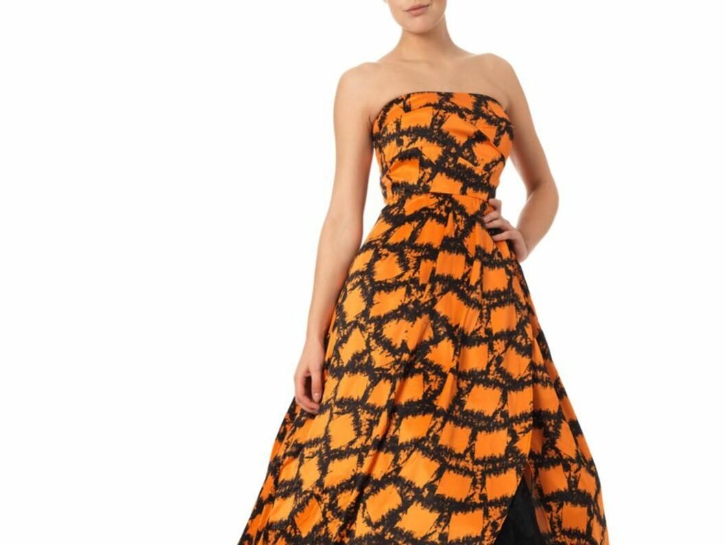 INNTEKTENE GÅR TIL EN GOD SAK: Vero Modas designteam har designet en kjole som skal selges eksklusivt på deres nettbutikk fra 13. desember.  Foto: Produsenten