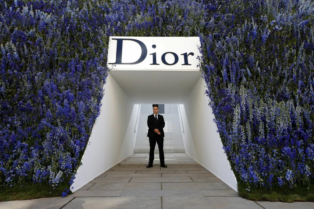 DIOR: Slik så inngangspartiet ut til Diors visning for vår/sommer 2016. Foto: Epa