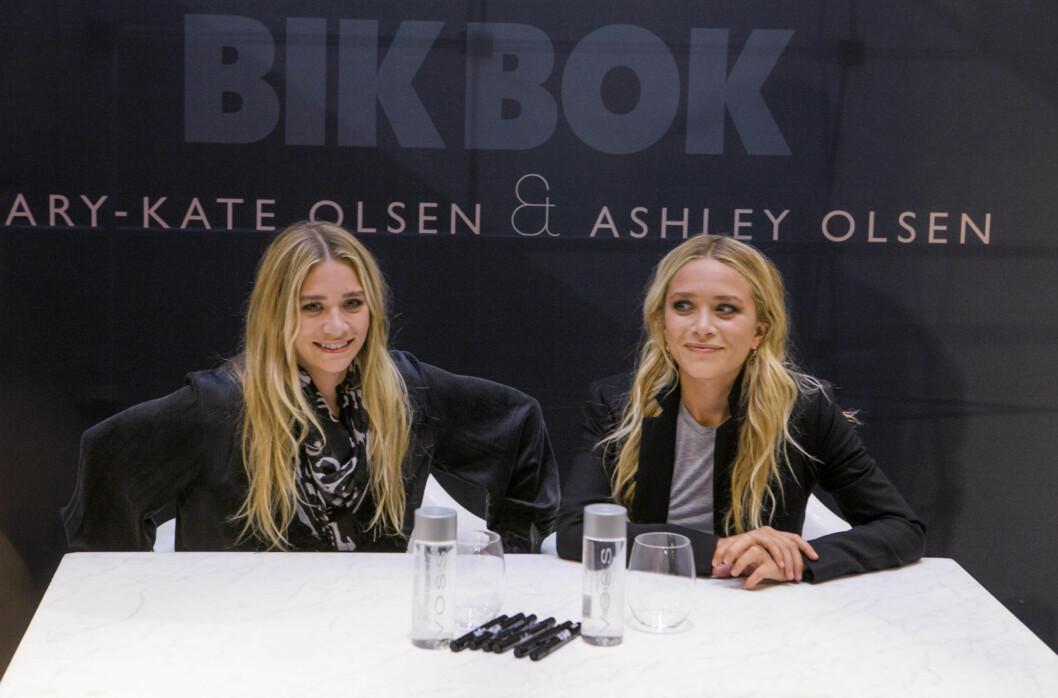 SIGNERTE AUTOGRAFER: Kjendistvillingene var tilstede i Bik Boks butikk på Karl Johan for å vise frem kolleksjonen og snakke med fans. Foto: Per Ervland