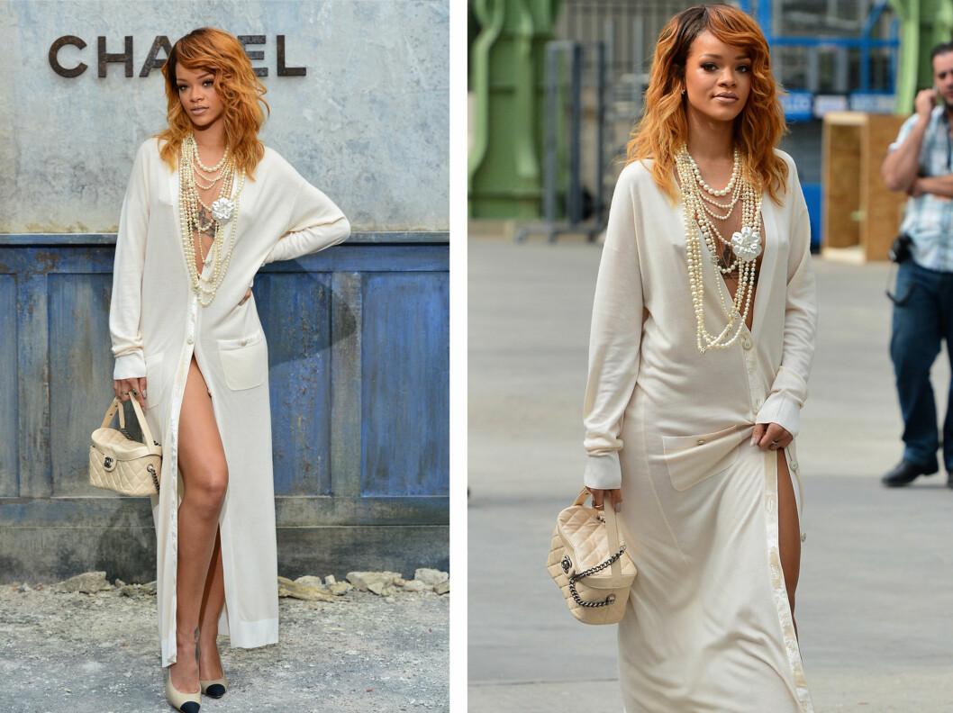 DRISTIG: Rihanna var nok showets mest dristige, med en kjole kun holdt igjen av to knapper! Legg merke til den lekre Chanel-vesken! Foto: All Over Press