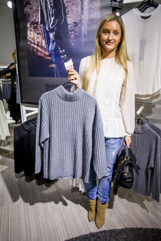 STINE THERESES FAVORITT: Stine elsker denne grå, lett høyhalsede genseren.  Foto: Per Ervland