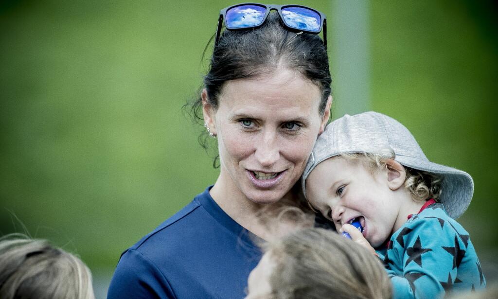OL-SESONG: Marit Bjørgen er i full gang med forberedelsene til OL-sesongen. Her med sønnen Marius (1,5 år) på armen. Foto: Thomas Rasmus Skaug