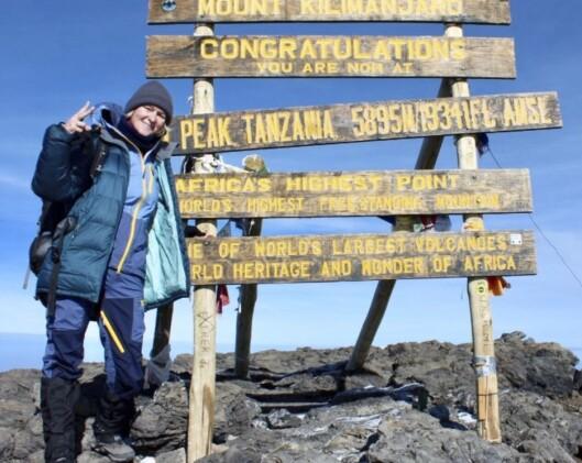 TOPPTUR: Lise på toppen av Kilimanjaro!  Foto: Privat