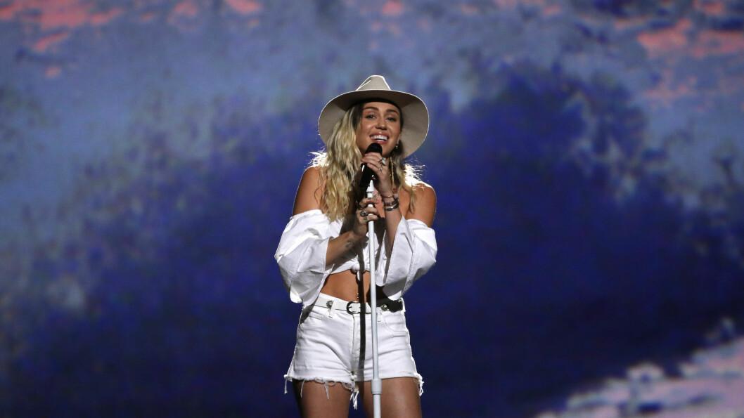 I STRID MED MOTEHUS: Miley Cyrus. Foto: Reuters