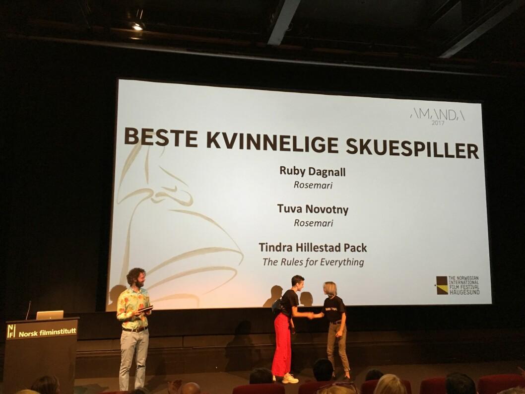 <strong>GJEV NOMINASJON:</strong> Ruby Dagnall er blitt nominert i kategorien «Beste kvinnelige skuespiller», i forbindelse med Amandaprisutdelingen i Haugesund i august, for sin rolle i filmen «Rosemari». Her med Tindra Hillestad Pack (t.h.) som også er nominert i kategorien. Foto: Malini Gaare Bjørnstad