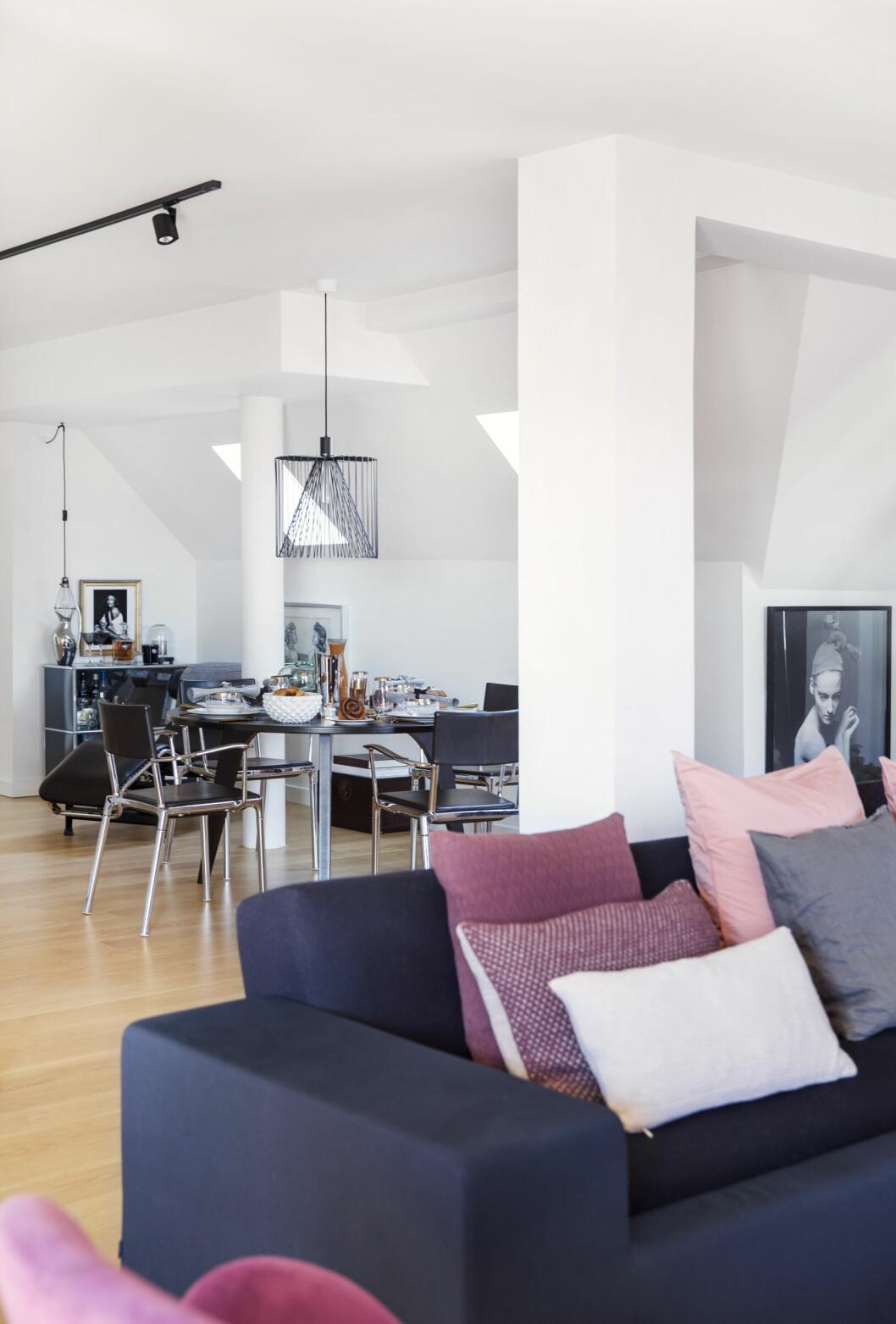 ÅPENT: Lyset flytter fritt i den åpne leiligheten. Foto: Yvonne Wilhelmsen