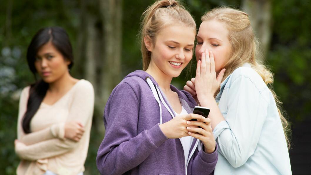 MOBBING: Tenåringer som opplever mobbing eller er sliter psykisk, har opptil fire ganger høyere risiko for selvskading eller selvmordsforsøk.  Foto: NTB Scanpix