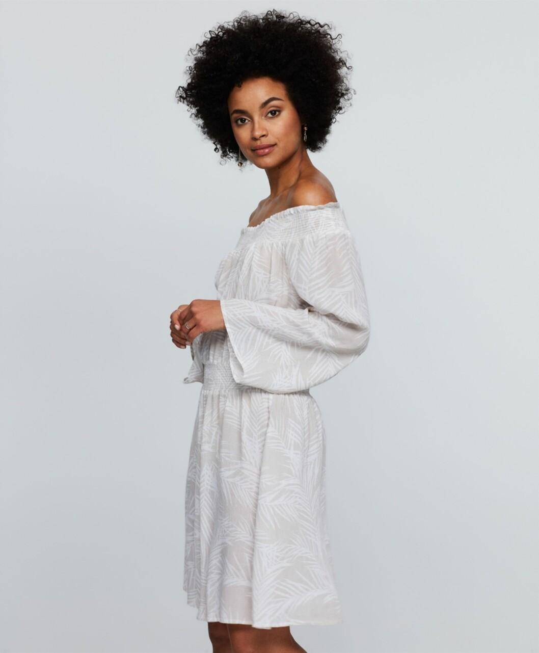 Kjole fra Gina Tricot   kr 299   http://www.ginatricot.com/cno/no/kolleksjon/se-alle-klar/kjoler/emma-off-shoulder-kjole/prod772761518.html?nosto=productcategory-nosto-1
