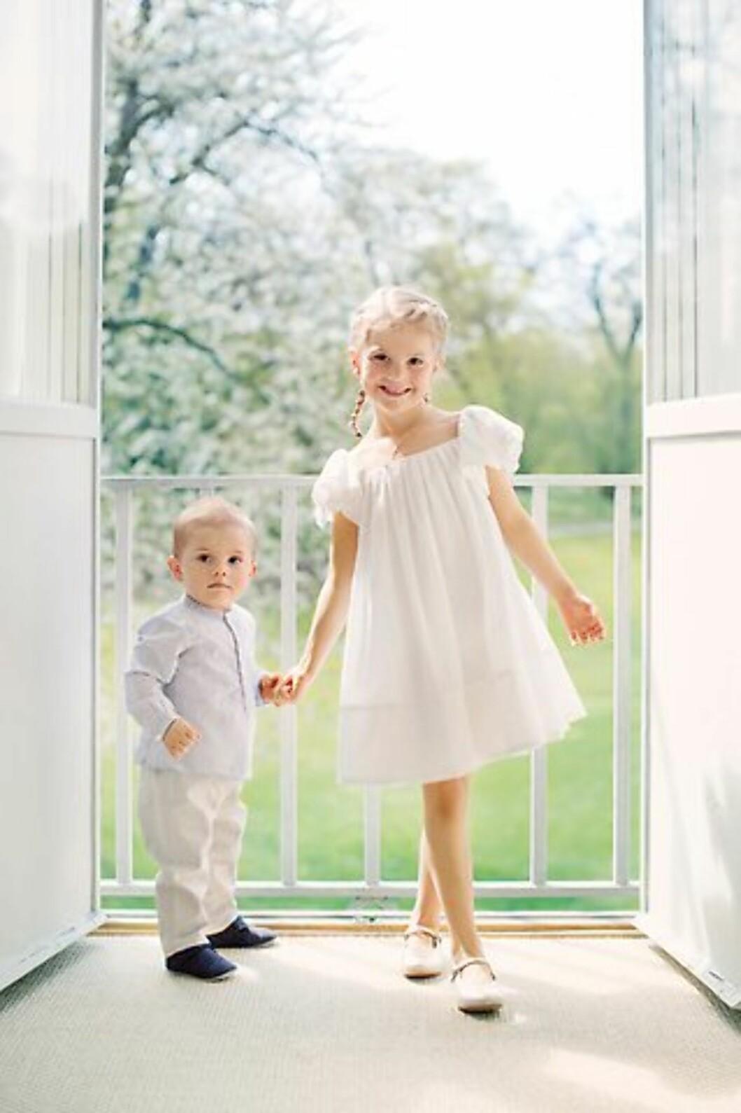 SØTNOSER: Kronprinsesse Victoria og prins Daniel har all grunn til å være stolt av sine to søte barn! Foto: Erika Gerdemark / Kungahuset.se