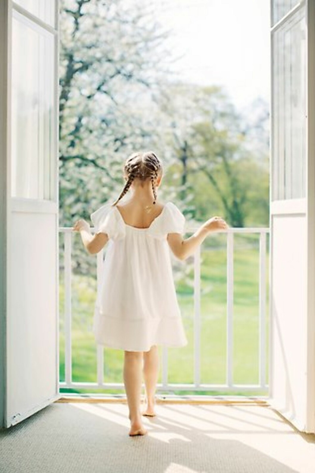 FLETTER: Prinsesse Estelle hadde gått for flette-looken, som også er populær hos vår egen prinsesse Ingrid Alexandra.  Foto: Erika Gerdemark / Kungahuset.se