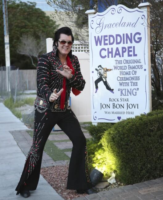 ORIGINALT STED: Graceland Wedding Chapel kan reklamere med at også Jon Bon Jovi er blitt viet her, og Brendan Paul holder stilen som «Elvis». Foto: Erik Valebrokk