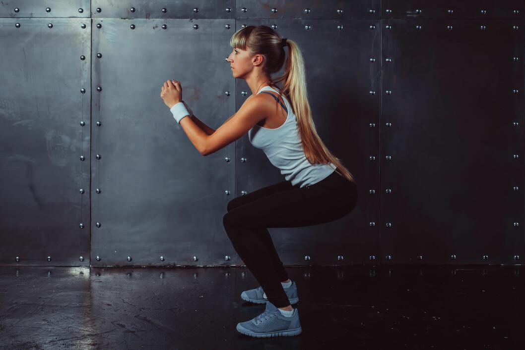 KNEBØY: Muskelmassen svinner litt og litt med alderen, men det går langt raskere om du ikke trener.  Foto: Undrey / Shutterstock / NTB scanpix